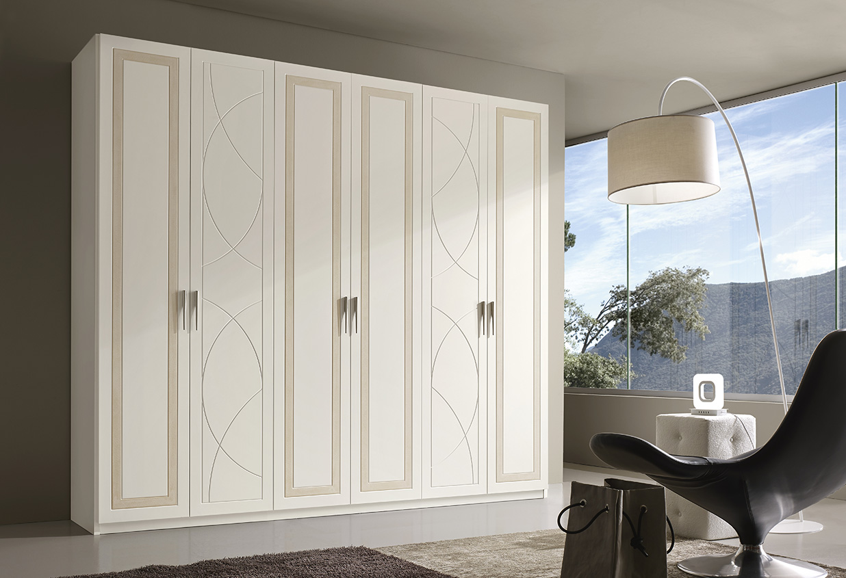 DESIGNER ILIO DI LUPO <br>           Wardrobe with 6 hinged doors, white matt lacquered finish (L01) and sponged effect on the door section.             Pantographing in different geometric shapes offers endless combinations.