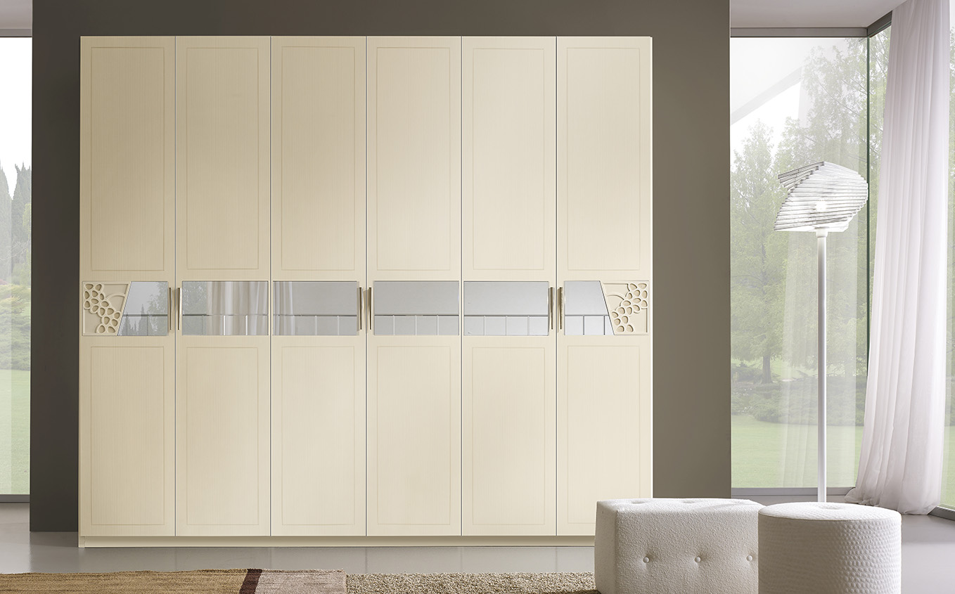DESIGNER ILIO DI LUPO <br> Wardrobe with 6 hinged doors, brushed ivory mother-of-pearl finish, conical satin-finish handle.