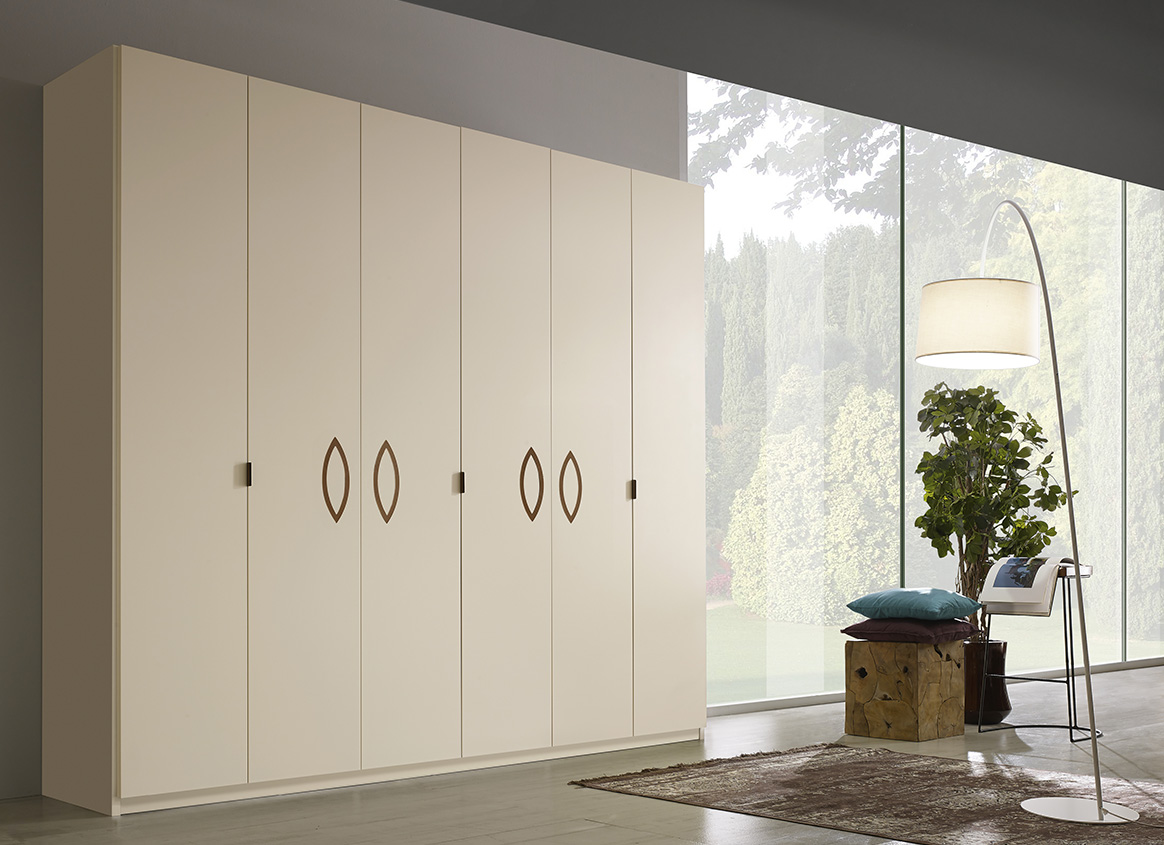 DESIGNER WALTER TURINI <br> Wardrobe with 6 hinged doors, champagne matt lacquered finish (L30) with rings and handle in bronze coloured metal.