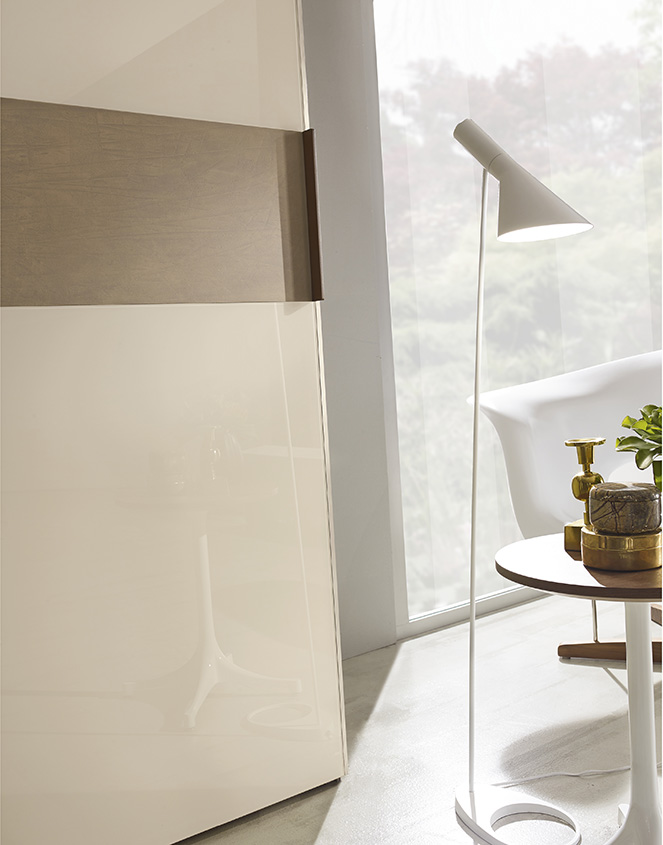 DESIGNER WALTER TURINI <br> Details of lacquered glass and lacquered section in cement effect.