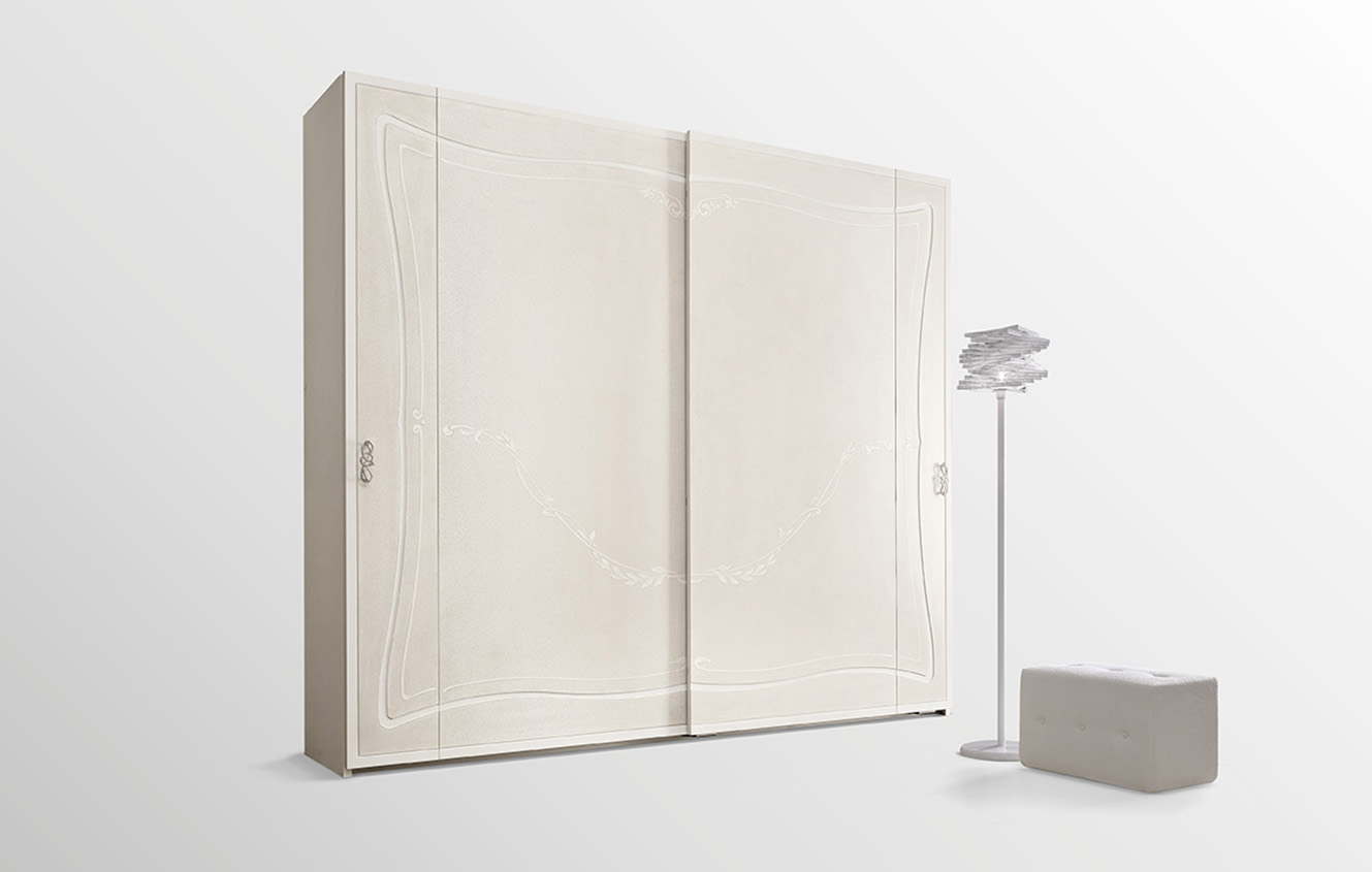 DESIGNER LEONARDO CIAMPI<br> Wardrobe with 2 sliding doors, with milling and classic style decorations.