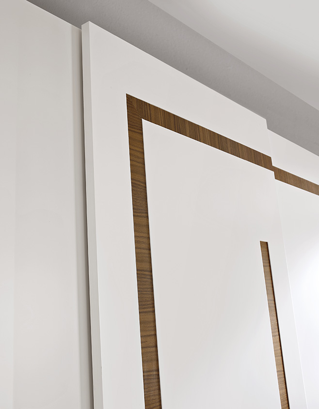 DESIGNER LEONARDO CIAMPI <br> Details of the section in Canaletto walnut set in the door interior.