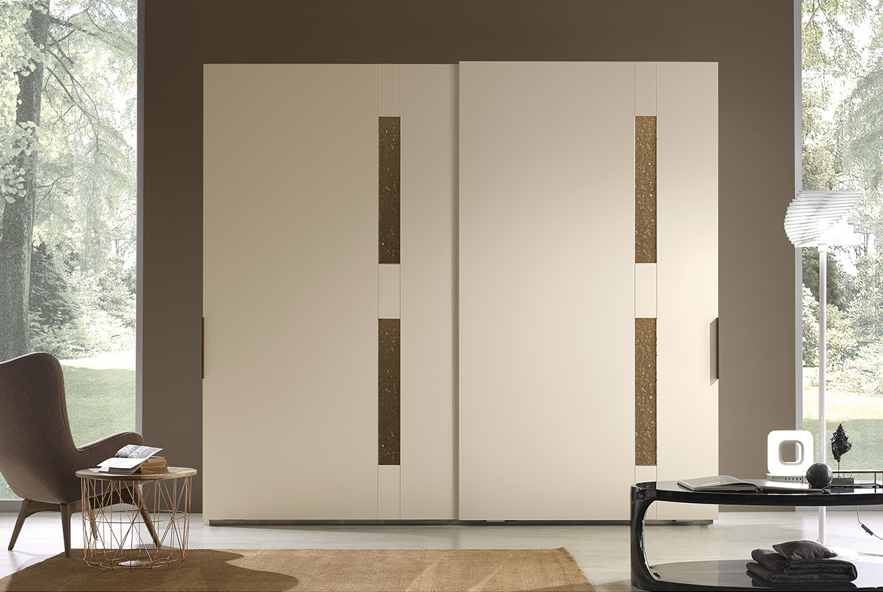 DESIGNER LEONARDO CIAMPI <br> Wardrobe with 2 sliding doors, champagne matt lacquered finish (L30) and jade coloured oven-fired glass. Handles in bronze-coloured metal.