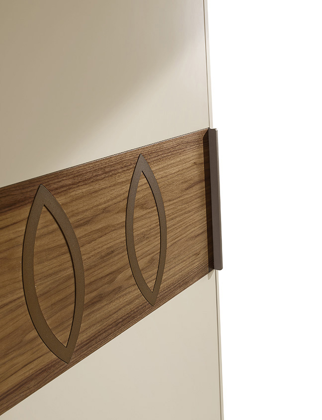 DESIGNER WALTER TURINI <br> Details of ring insert and handle in bronze coloured metal on a Canaletto walnut section.