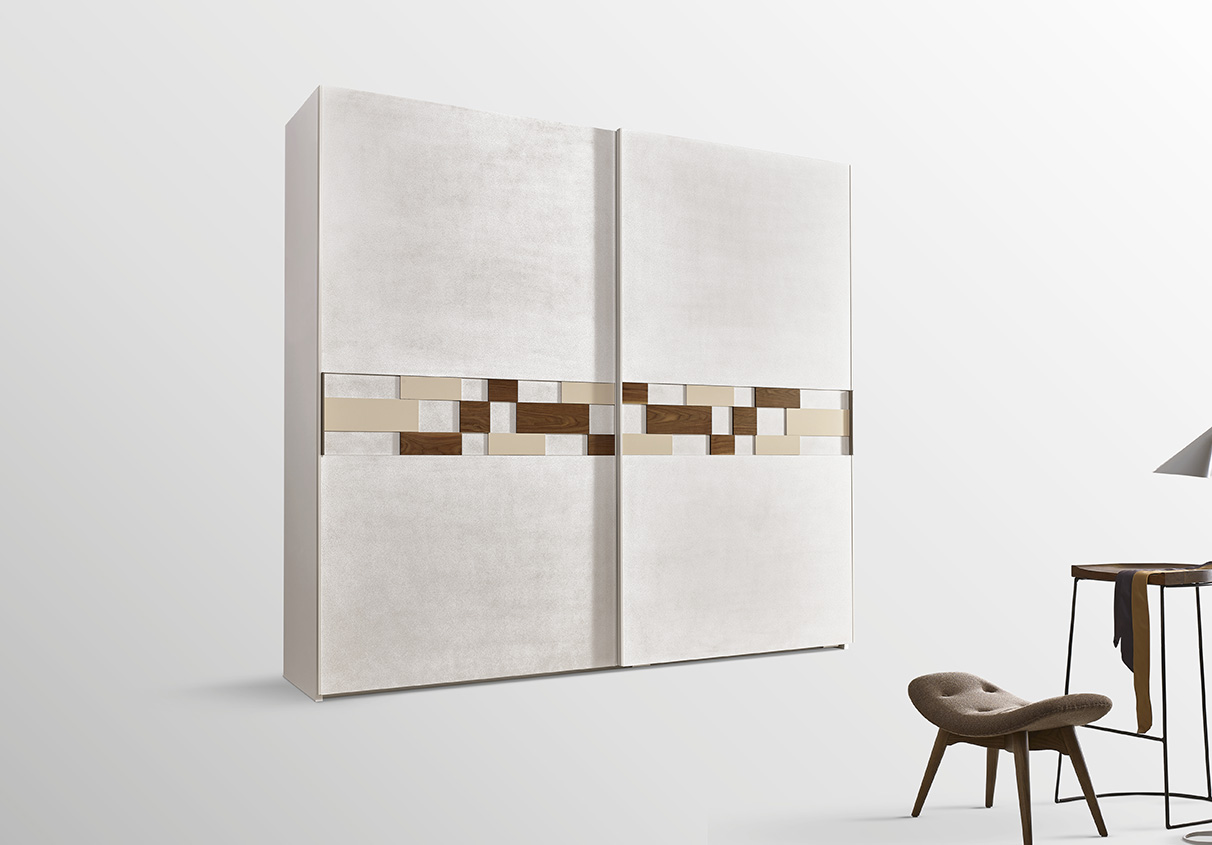 DESIGNER WALTER TURINI <br> The combination of tiling in different materials, finishes and thicknesses in the deep-offset central section of the door make this collection unique.