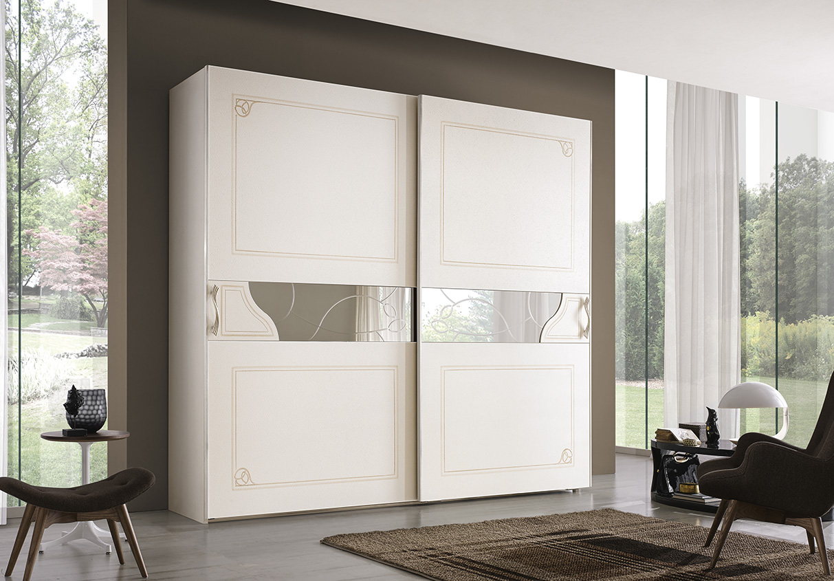 DESIGNER ILIO DI LUPO <br> Wardrobe with 2 sliding doors, sponge-effect white mother-of-pearl finish with outline and decoration in dove grey.