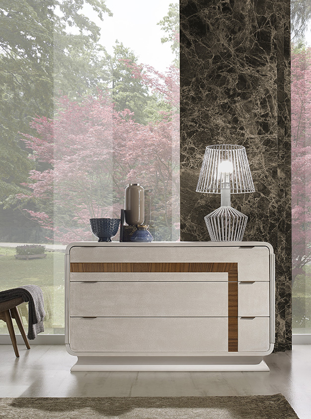 DESIGNER LEONARDO CIAMPI <br> Dresser, grey sponge-effect  nish with white glaze, and smooth drawer fronts with section in Canaletto walnut. Frame with curved base and top, contoured plinth.