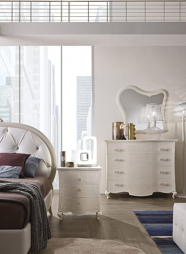 DESIGNER LEONARDO CIAMPI <br> Dresser and nightstands, grey sponge finish with white glaze and decorations. Drawer fronts with waved contouring.