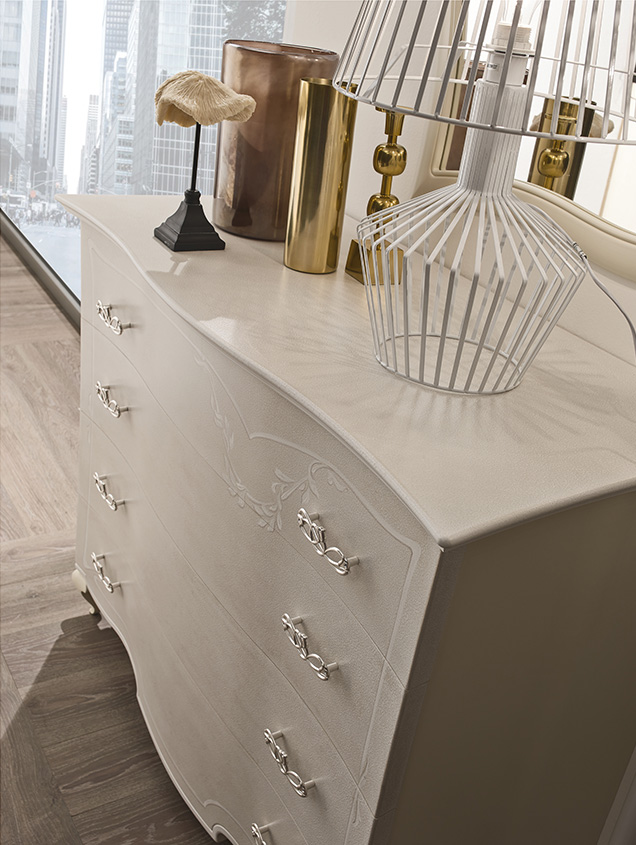 DESIGNER LEONARDO CIAMPI <br> Details of dresser and nightstand drawers, contoured and strong thickness, with decorations.