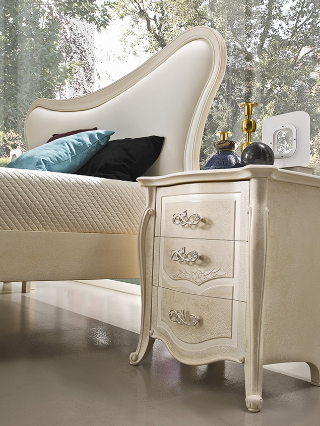 DESIGNER LEONARDO CIAMPI <br> Nightstand, grey sponge finish with white glaze and decorations. Curved drawers and columns on the side panels.